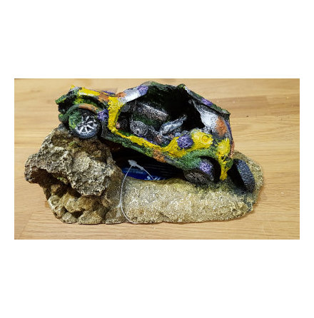 Bilvrak på sten, grotta 20x8x8